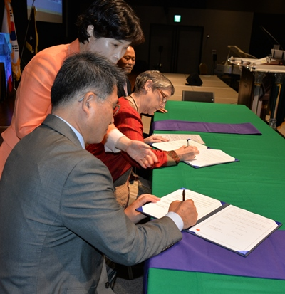 cws-regional_leslie-signing-with-prok
